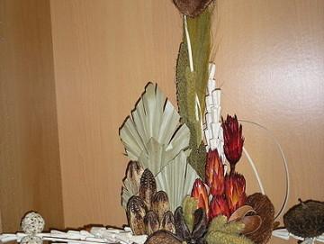 Sušinová dekorace z tropických rostlin.
